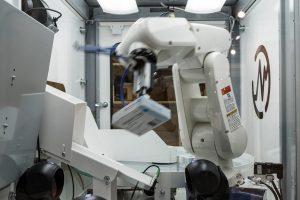 Robot per lo stoccaggio e recupero di farmaci